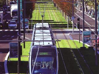 法国波尔多轻轨沿线景观设计